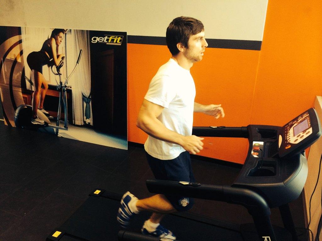 Riccardo Tonetti beim Aufwärmen auf dem Laufband