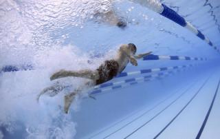 Schwimmen - Gelenkschonende Sportart