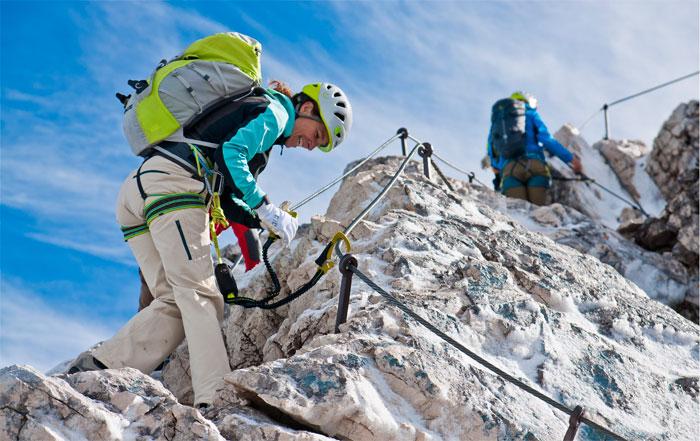Klettergurt Brust : Ausrüstung für klettersteige klettergurt klettersteigset kletterhelm
