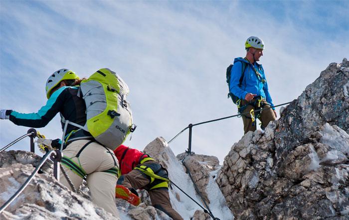 Klettersteig Y : Ausrüstung für klettersteige klettergurt klettersteigset kletterhelm