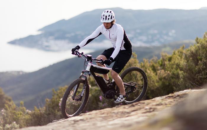 Novità bici 2017: bici elettriche Dual Battery – caschi bici Smart